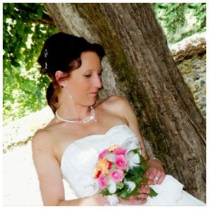 Hochzeitsfoto - Fotowerkstatt Lich Ihr Fotograf bei Giessen - Braut mit Blumenstrauss