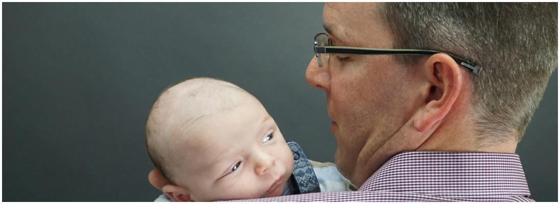 Kinderfotografie vom Fotograf aus der Nähe von Giessen - Vater mit Baby